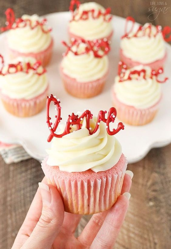 strawberry cupcakes with cream cheese